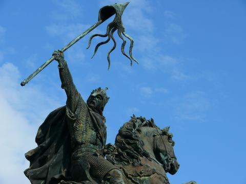 statue_de_guillaume_le_conquerant_a_falaise_c_calvados_tourisme.jpg